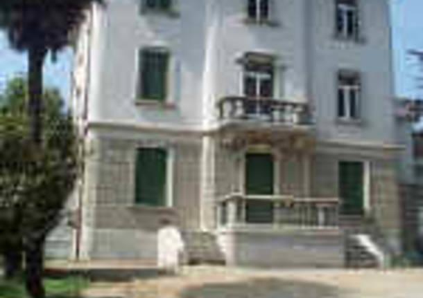 villa hussy esterno edificio piazza risorgimento luino