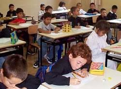 aula classe scuola alunni scolari studenti bambini banchi studio