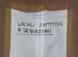 cartello foglio affisso sotto sequestro