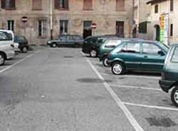 strada parcheggi auto crenna gallarate