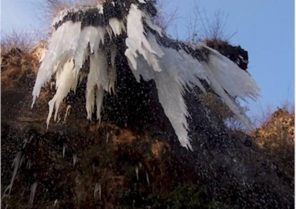 Il ghiaccio alle grotte della Valganna 2