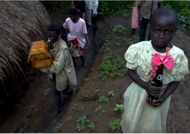 Funerale di un bambino nell'est Congo