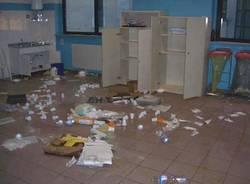Vandalismi alla scuola elementare Cesare Battisti di Tradate