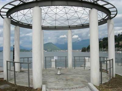 Un wc compare nel nuovo gazebo a Laveno Mombello