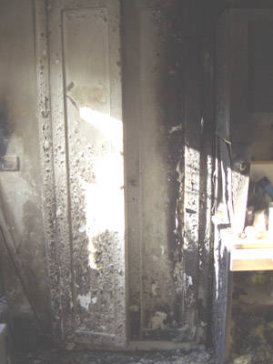 attentato incendiario premezzo muro interno