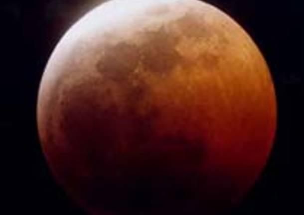 Eclissi di luna più lunga del secolo: in arrivo