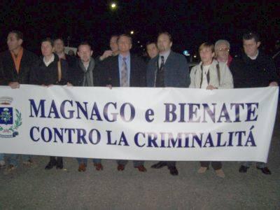 manifestazione magnago contro violenza 15-3-2007