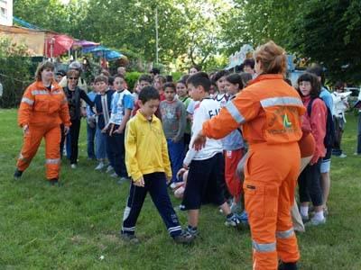 esercitazione protezione civile con bambini scuole gavirate 18-5-2007