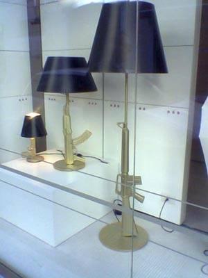 """Philippe Starck """"espone"""" in una vetrina in Varese"""