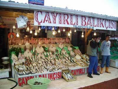 Mercato del pesce ad Istambul