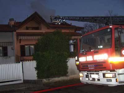 incendio oggiona via bonacalza