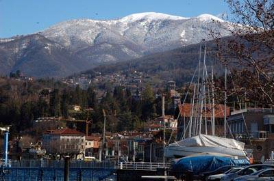 neve montagne luino lago
