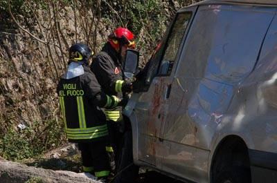 incidente cunardo furgone ribaltato