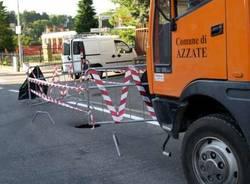 buca voragine stradale azzate 8-8-2008