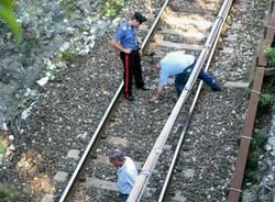 Gavirate treno fermo suicidio carabinieri ferrovia