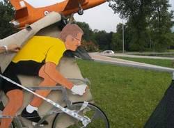 rotonda buguggiate ciclisti lega roberto maroni