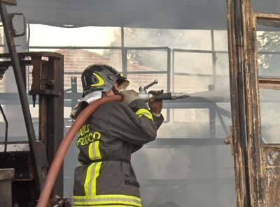 incendio weap venegono sup vigili del fuoco