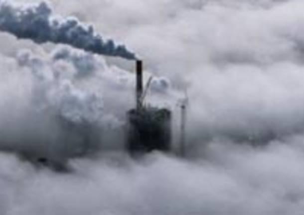 inquinamento atmosferico ciminiera