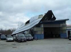 foto tetto scoperchiato deposito auto ottolina busto arsizio 20-3-2009