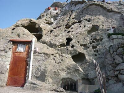 Caverna abitata, pendici Epomeo, Ischia