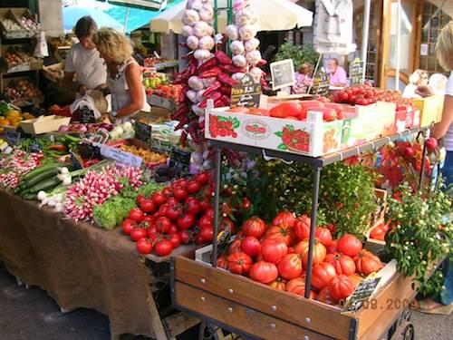 Esplosione di colori al mercato vi Vence (F)