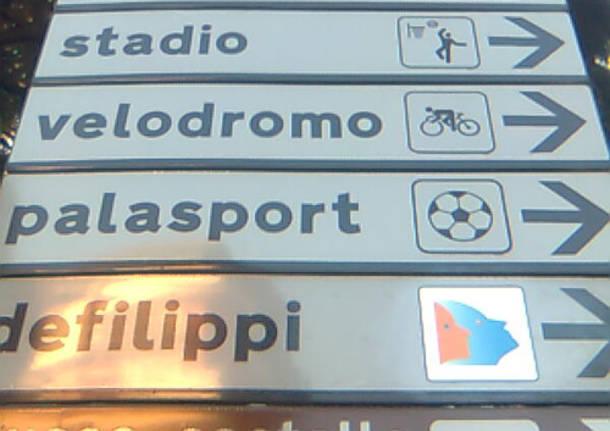 cartelli stradali sbagliati stadio palasport