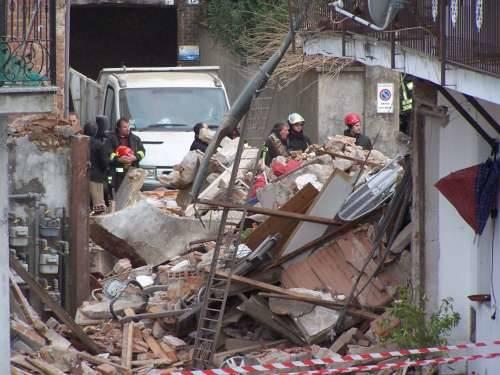disastro borsano esplosione fuga gas via san pietro 3-12-2009