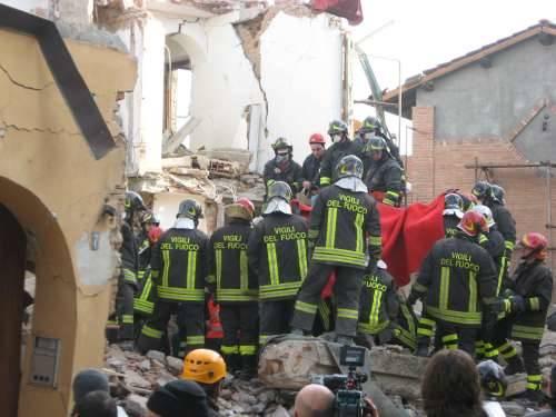 disastro borsano palazzina crollata fuga gas 3-12-2009 foto tondo
