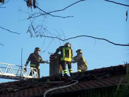 incendio gorla maggiore via gramsci 10-12-2009 pompieri vigili del fuoco