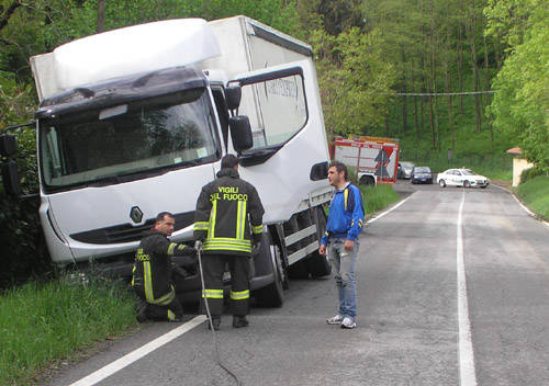 incidente camion luveditt gemonio maggio 2010