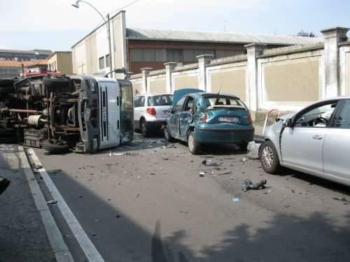 incidente via maino camion ribaltato busto arsizio 29-6-2010