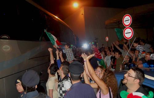 malpensa tifosi italia partenza nazionale mondiali sudafrica 2010