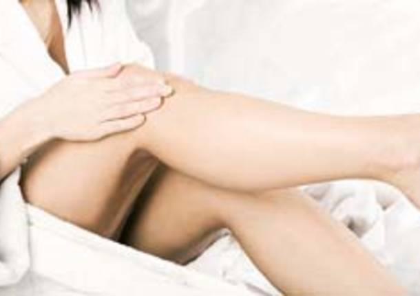 massaggi gambe protesi ginocchio