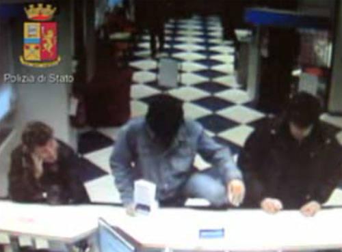 polizia di stato rapina parrucca