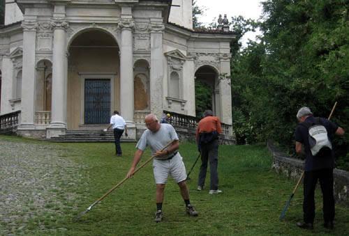 pulizia cappelle sacro monte volontari giugno 2010