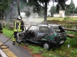 auto bruciata vigili del fuoco olgiate olona