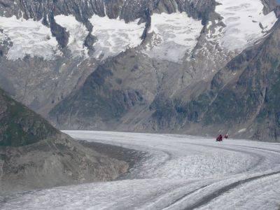 Elicottero sul ghiacciaio