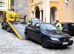 incidente arcisate uomo travolto auto