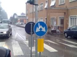 Cartello stradale semaforo via campigli/sanvito