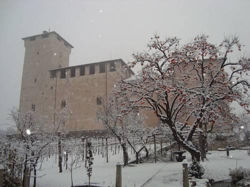 neve angera 6  dicembre 2010