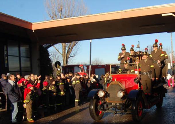 vigili del fuoco natale 2010 busto arsizio consegna regali