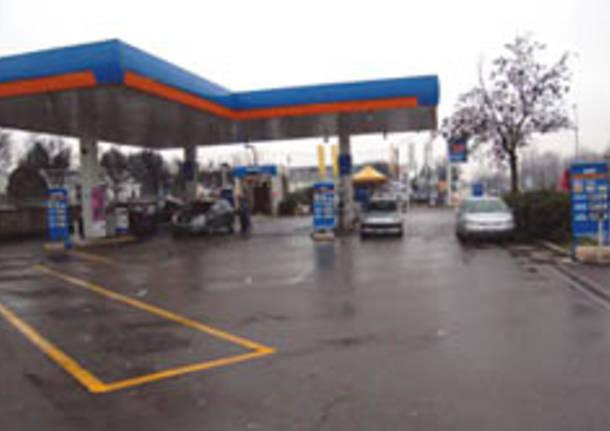 benzinaio olgiate olona sparatoria rapina