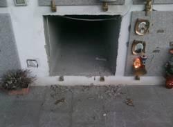 tomba ceneri rubate cimitero cuasso al piano
