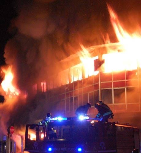 incendio legnano mobilificio vigili del fuoco