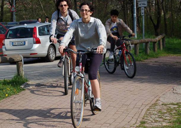 schiranna persone primavera pista ciclabile tempo libero