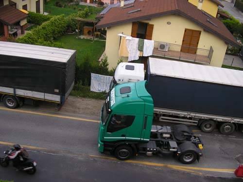 Bardello camion in via piave