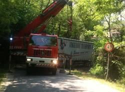 camion incastrato castronno