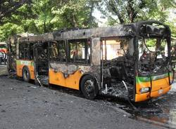 incendio autobus busto arsizio maggio 2011