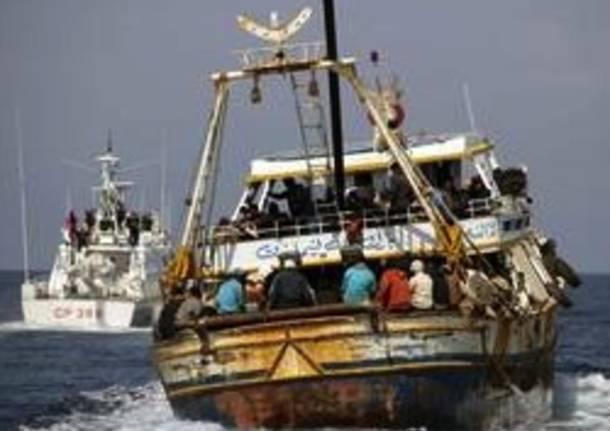 sbarco barcone lampedusa immigrati