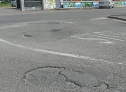 via morazzone gallarate via gorizia cassano magnago buche asfalto strada rovinata